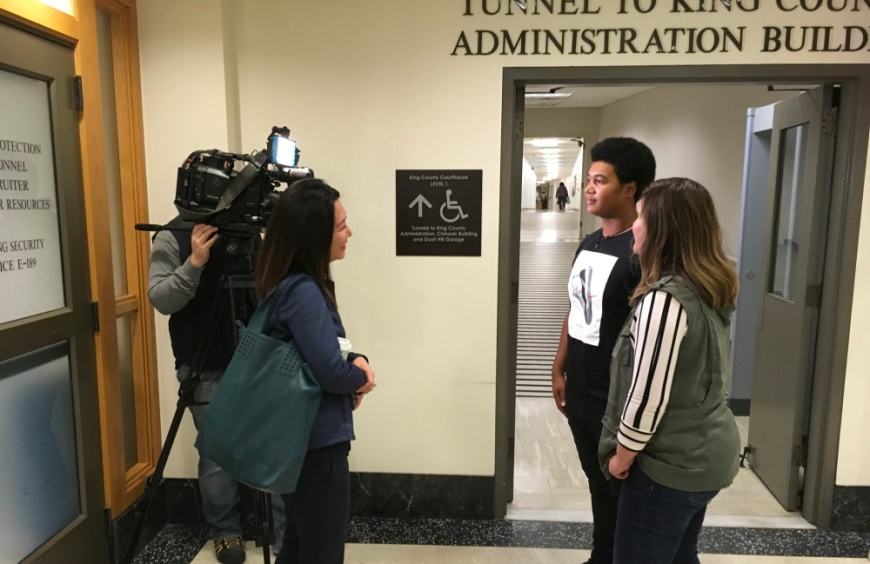 Image of Q13 crewmembers interviewing 17-year-old Delontea Sallee and his mom, Amanda